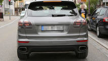 2015 Porsche Cayenne facelift spy photo