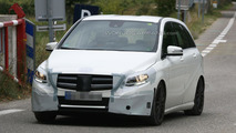 2015 Mercedes B-Class facelift spy photo