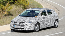 2017 Chevy Cruze hatchback spied for the first time, coming to US