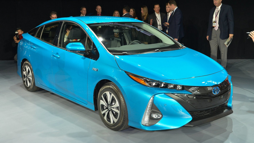 Toyota Prius Prime plugs in NYC with estimated 120 MPGe [video]