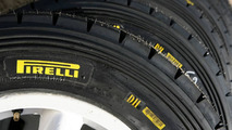 Pirelli staying with current F1 tyre rules for 2011