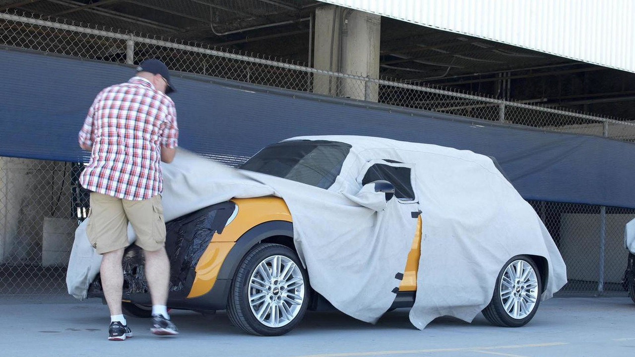 2014 MINI Cooper teaser photo / official spy photo 03.7.2013