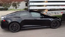 Tesla Model S with no one inside self-crashes into trailer