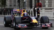 Red Bull F1 makes pit stop in front of Houses of Parliament 02.07.2010