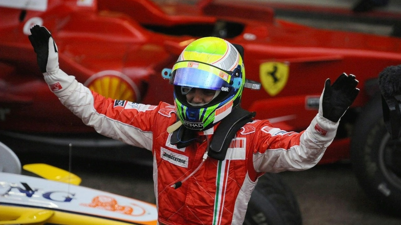 Had the new points system been in place last year, Ferrari driver Felipe Massa would have been crowned drivers world champion instead of McLaren's Lewis Hamilton