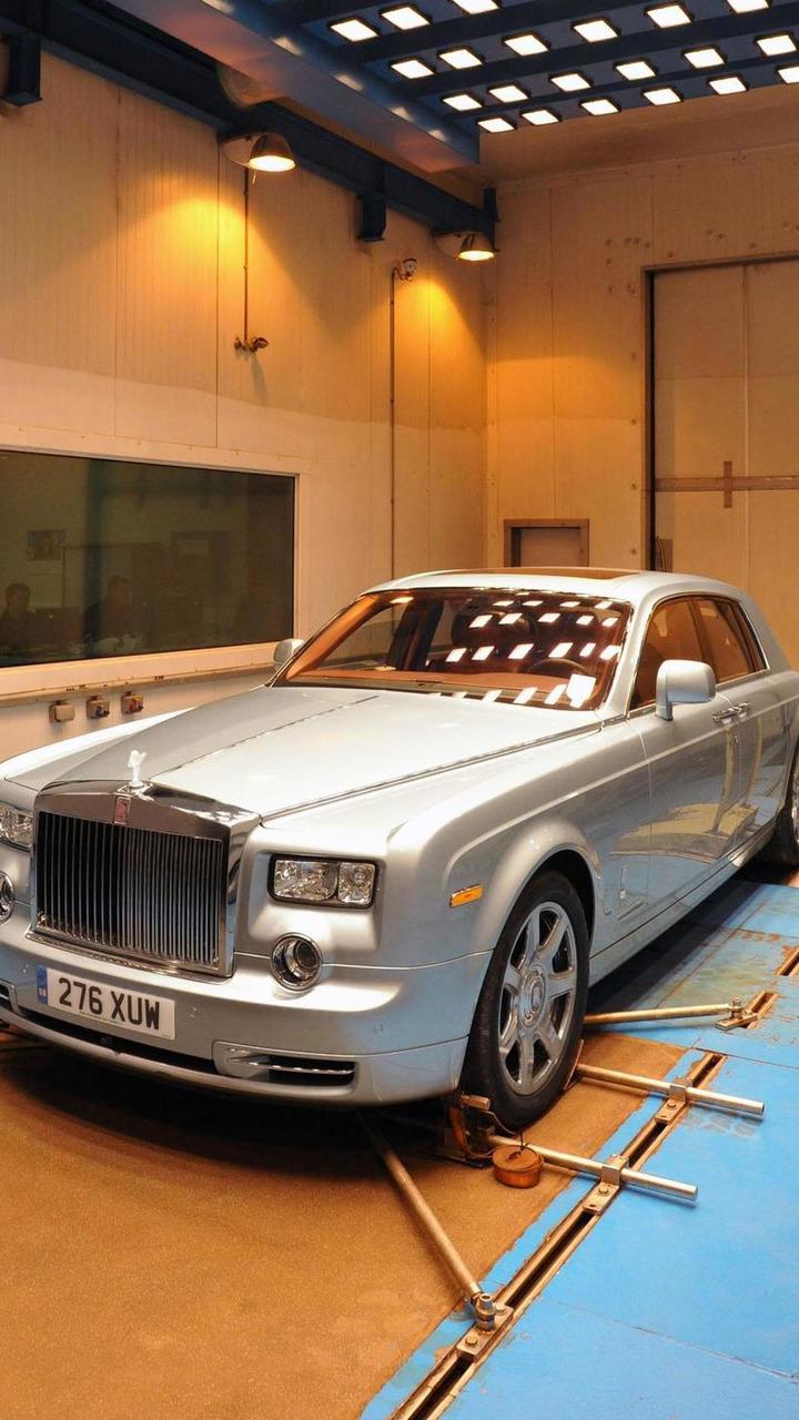 Rolls-Royce 102EX undergoing testing - 29.6.2011