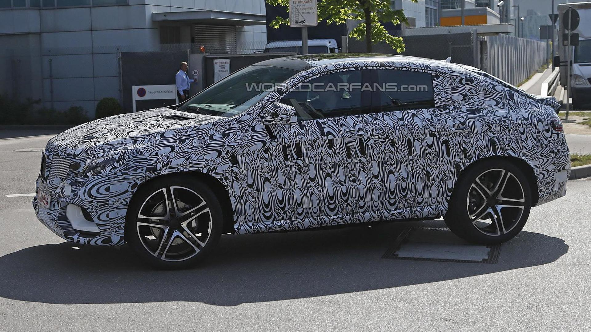 Mercedes-Benz MLC makes spy photo debut