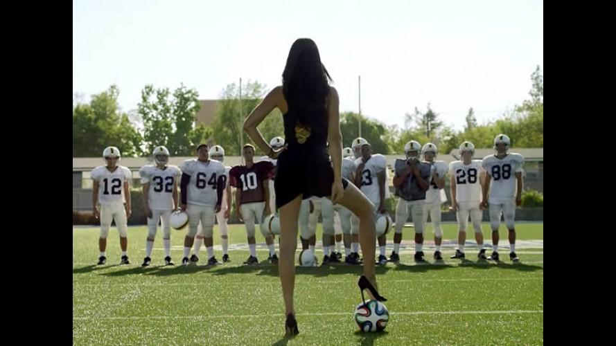 Kia e Adriana Lima mostram o verdadeiro futebol para americanos