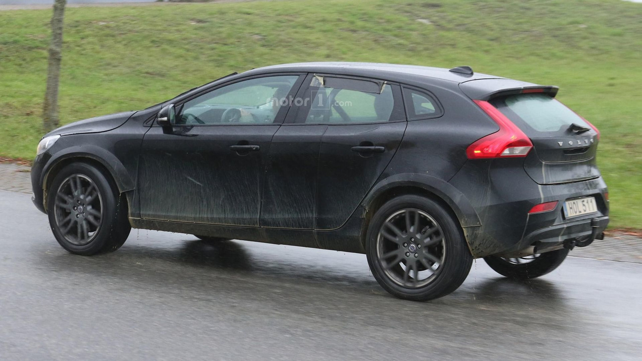 Volvo XC40 spy photo