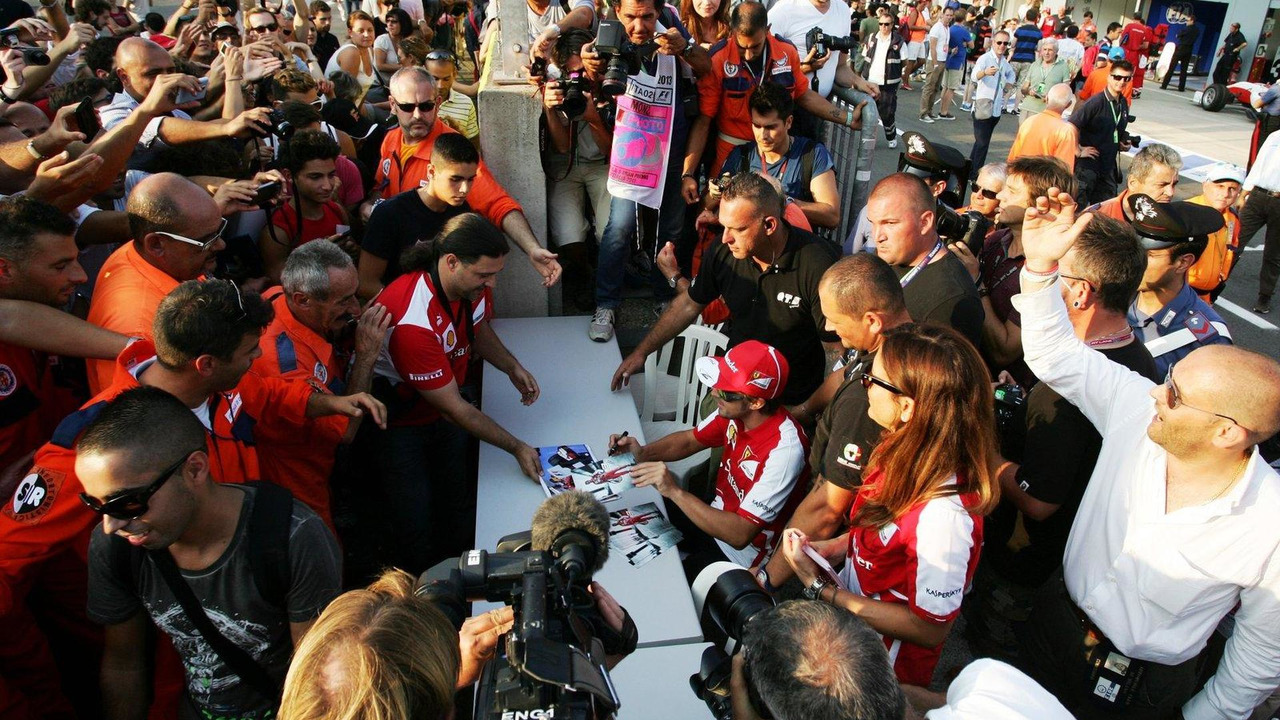 Fernando Alonso signs autographs for the fans 05.09.2013 Italian Grand Prix