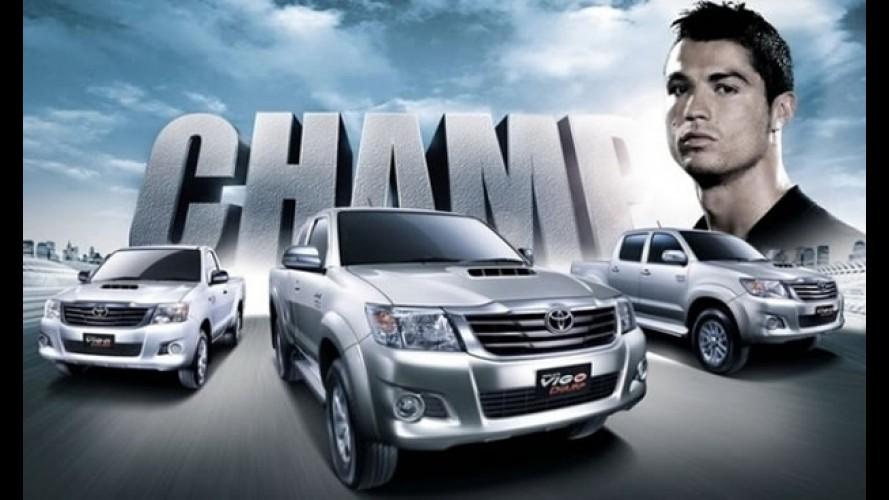Vazou: Novas imagens revelam interior da Toyota Hilux e SW4 2012