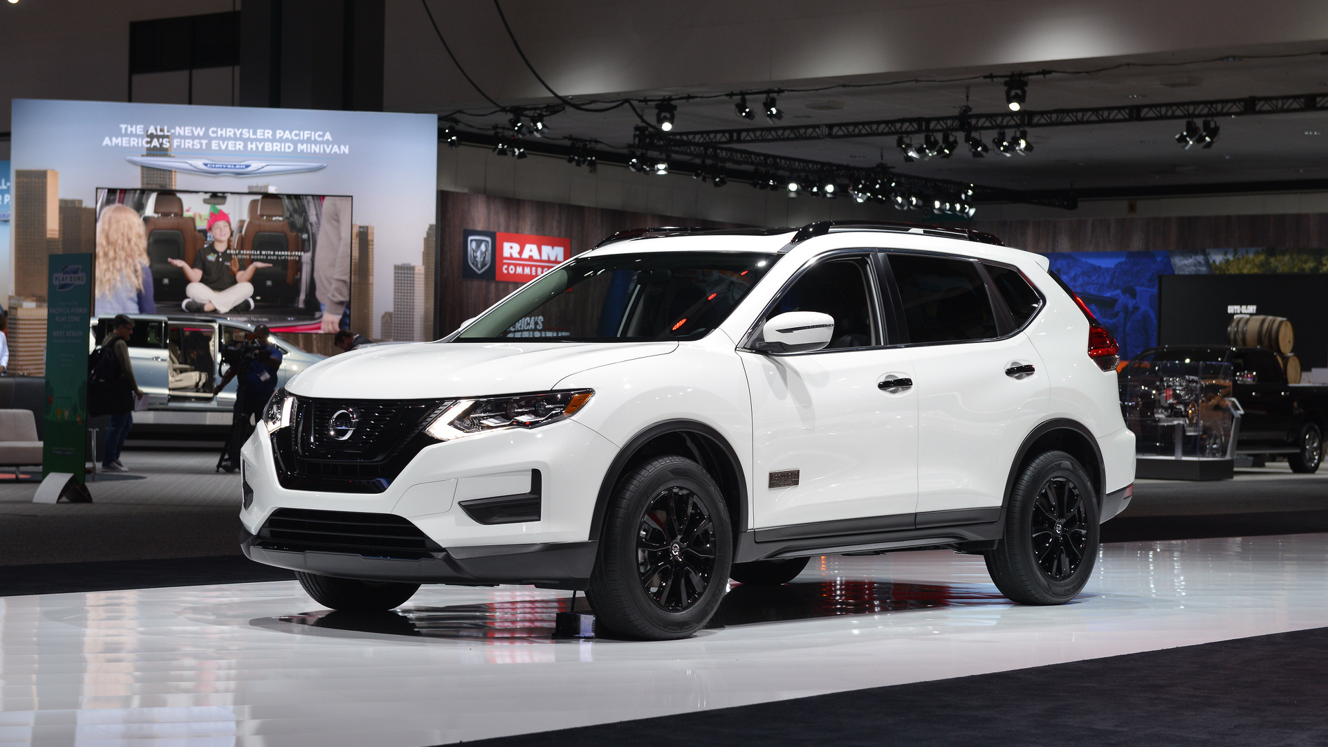2017 nissan rogue star wars edition lands in l a with tie fighter. Black Bedroom Furniture Sets. Home Design Ideas