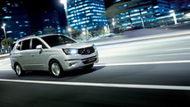 2013 SsangYong Rodius Turismo makes public debut in Geneva