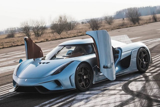 Watch a Koenigsegg Employee's Reactions to Driving the New Regera