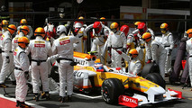 Official: Renault sells team stake, stays in F1