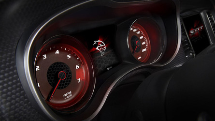 Dodge shows the Charger Hellcat hitting its top speed of 204 mph [video]