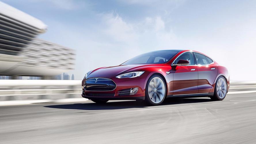 Incrível! Sedã elétrico da Tesla vai de 0 a 100 km/h em 2,3 s