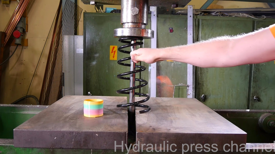 Crazy Finn crushes coil spring with hydraulic press