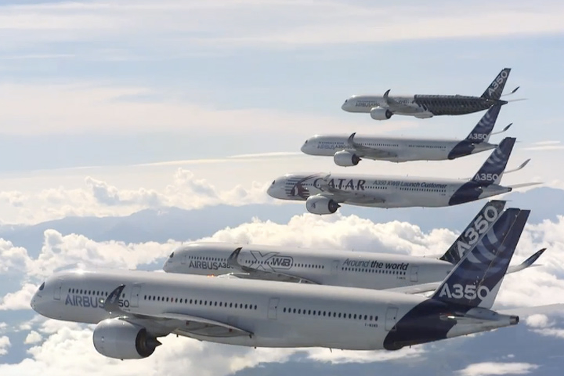 Watch Five Huge Airbus A350s Perform Stunt Formations