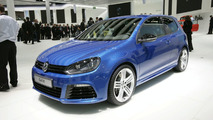 Volkswagen Golf R Officially Unleashed on the Frankfurt Crowds
