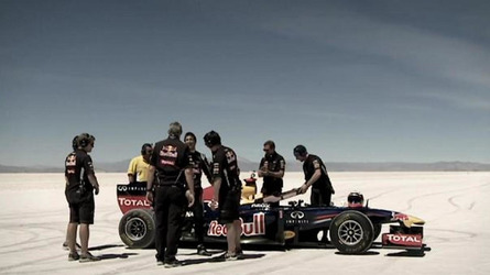 Daniel Ricciard drives the Red Bull RB7 on the Salinas Grandes salt flats [video]