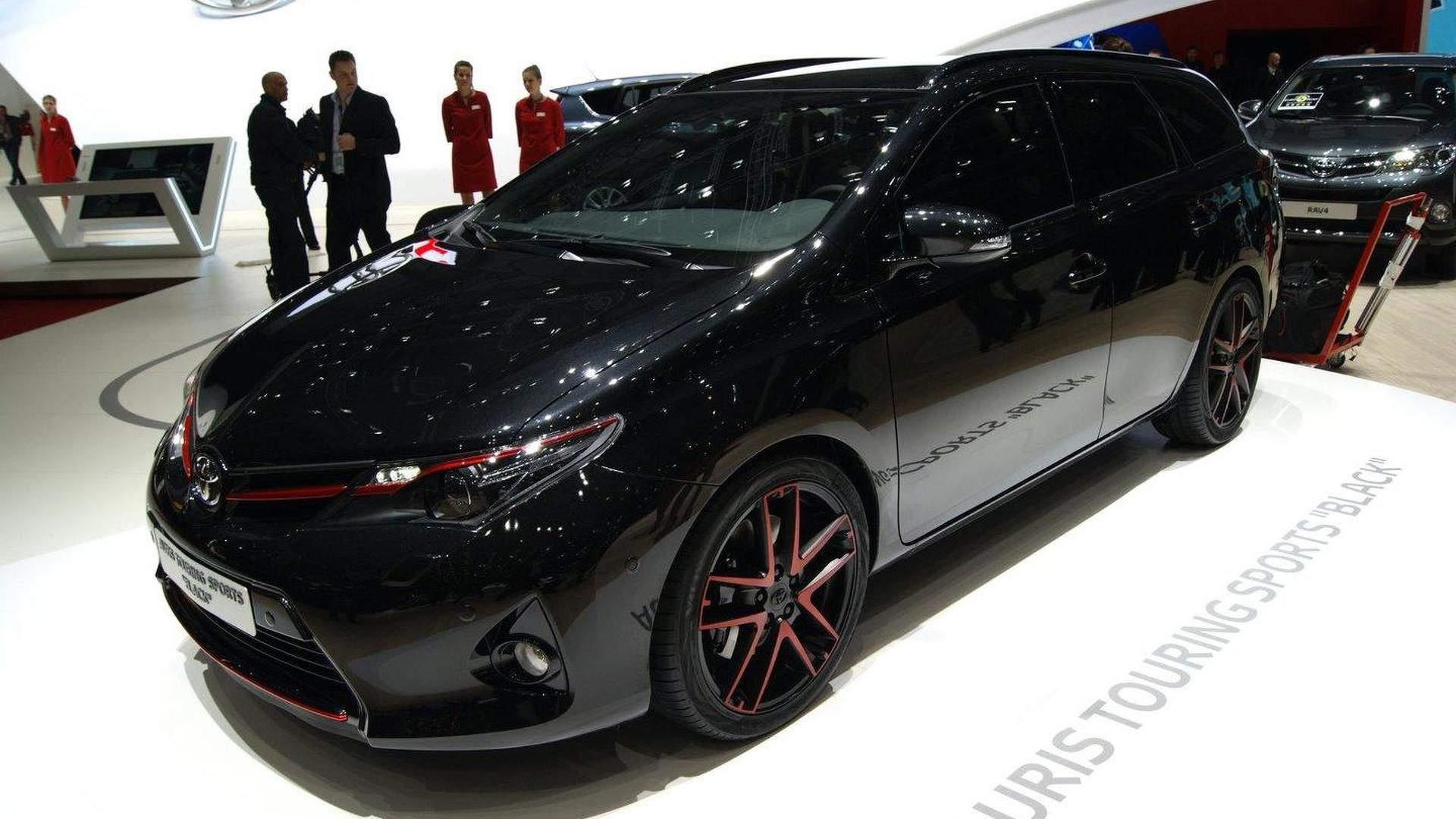 Toyota Auris Touring Sports Black, RAV4 Premium and RAV4 Adventure concepts debut in Geneva