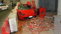 Ferrari 458 Italia crashes in Monaco tunnel, ends on the sidewalk