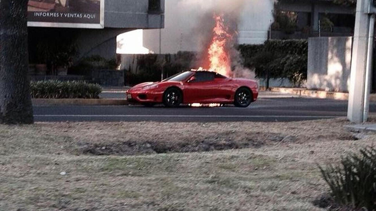 Ferrari 360 Spider fire in Mexico City