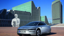 Volkswagen delivers the first XL1 to a German customer