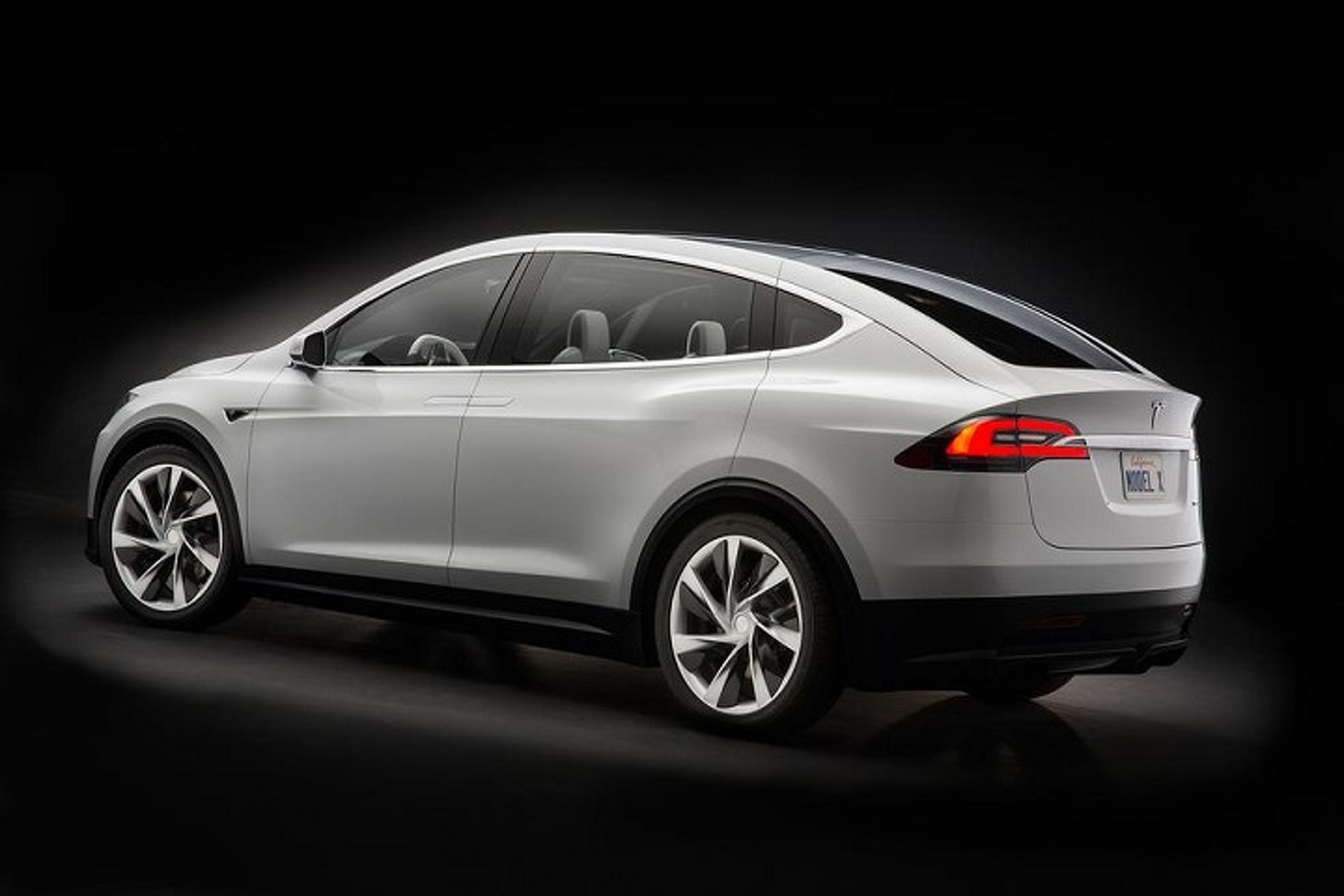 Tesla Doesn't Want You To Buy a Model X