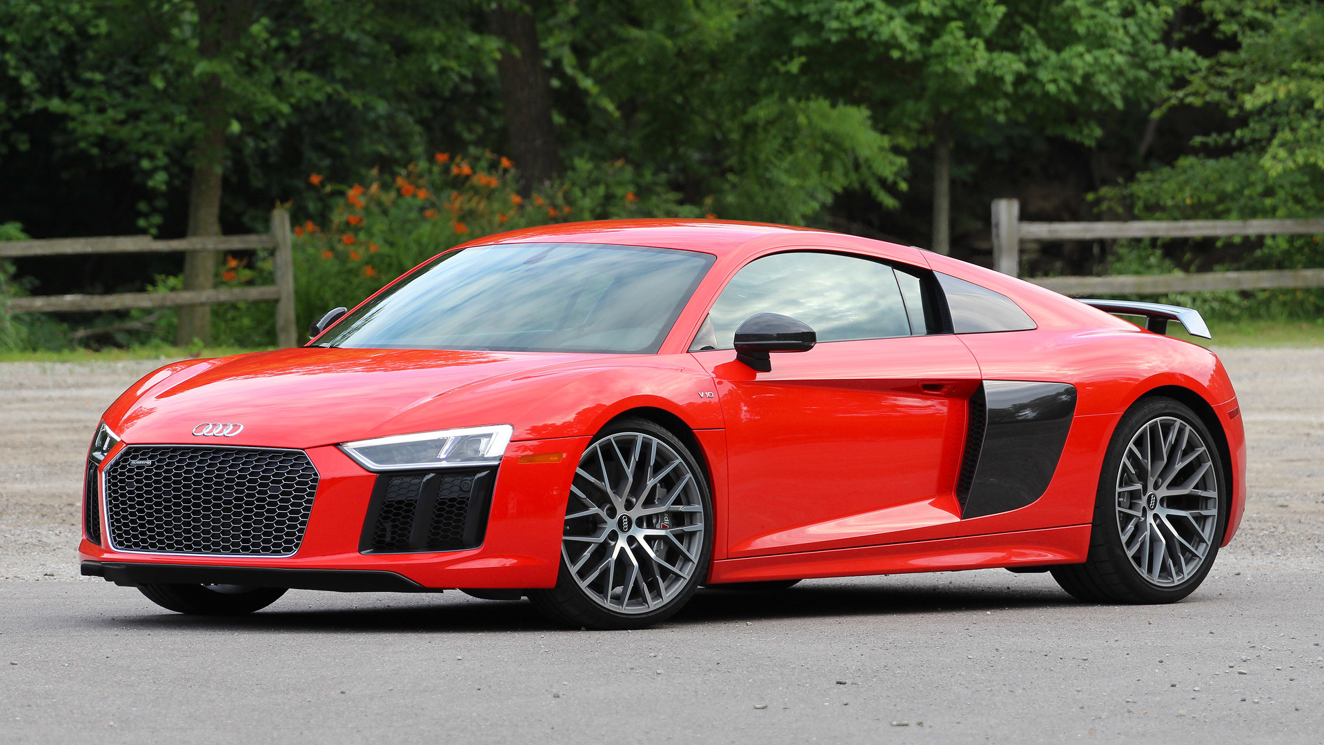 first drive 2017 audi r8 v10 plus. Black Bedroom Furniture Sets. Home Design Ideas