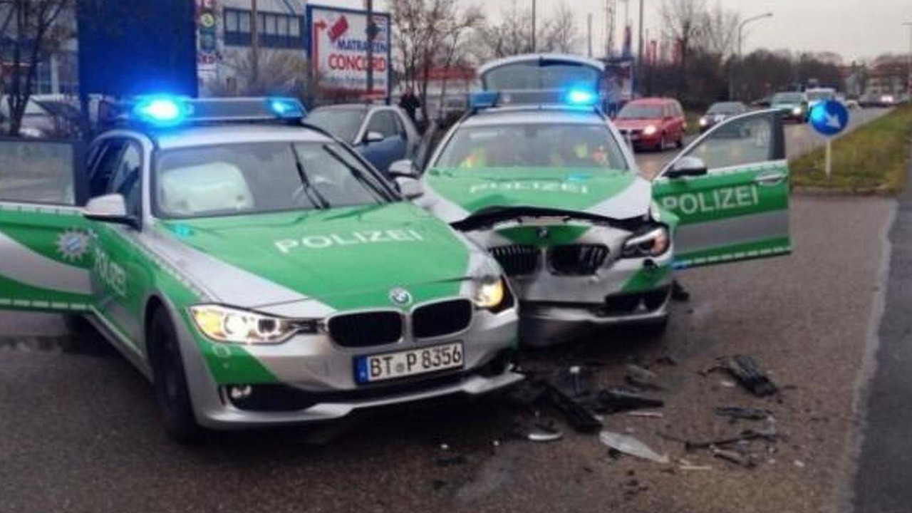 BMW 3-Series Touring & 5-Series Touring police cars crash