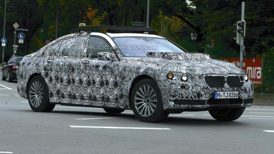 BMW X7 mule spied for the first time