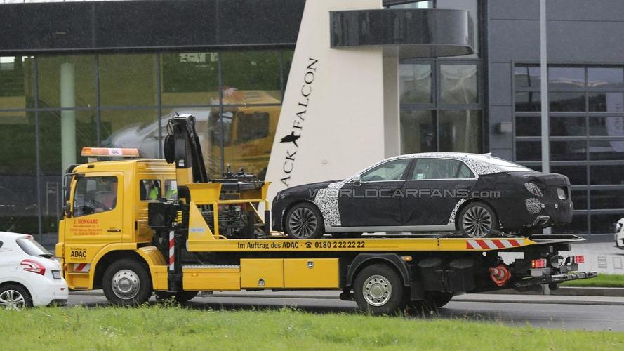 2017 Hyundai Equus breaks down on the Nürburgring