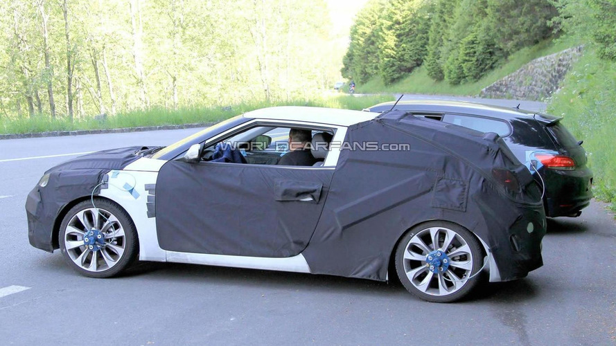 Hyundai Veloster coupe spy video
