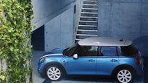 2015 MINI five-door hatch brings its bigger body to Paris