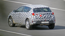 Toyota Auris Cross spy photo