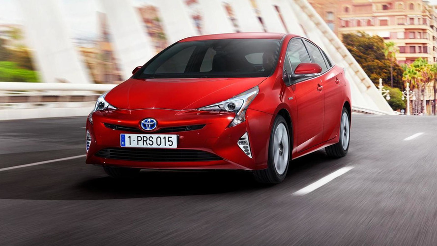 2016 Toyota Prius officially revealed