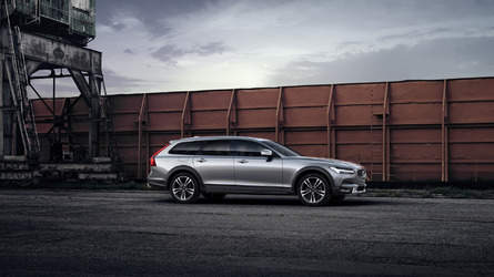 Volvo V90 Cross Country by Polestar