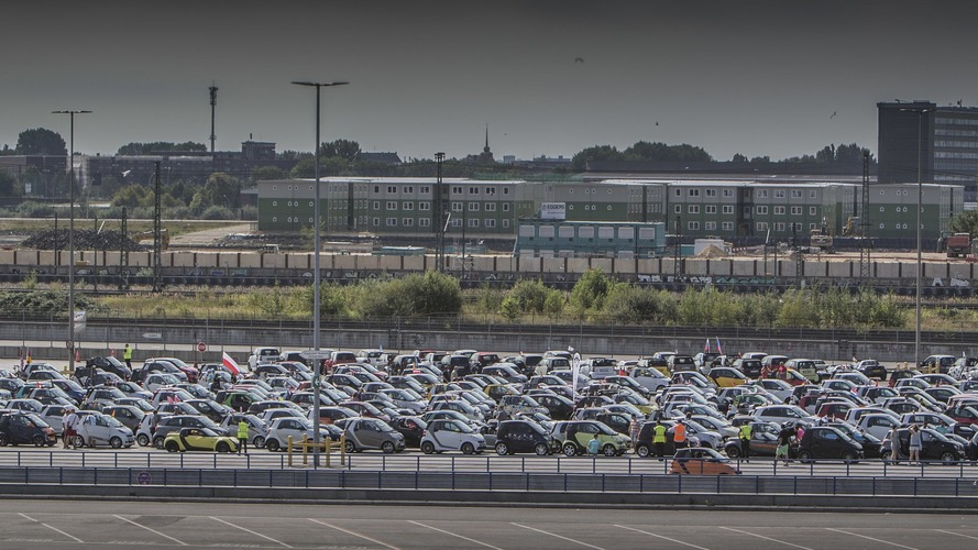 Largest Smart parade ever gathers 1,635 cars