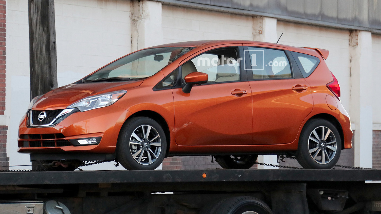 2016 - [Nissan] Note Facelift - Page 2 2017-nissan-versa-note-spy-photo