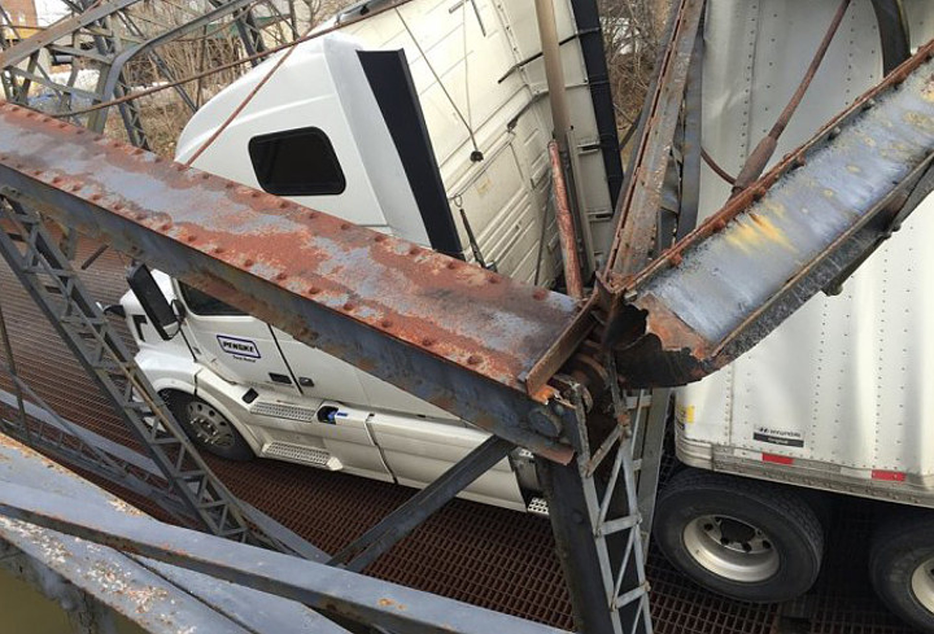 Young Semi Truck Driver Destroys Bridge Built in 1880