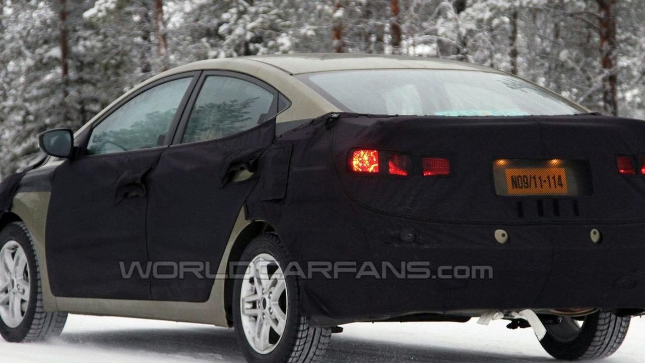 2011 Hyundai Elantra Spy Photos Winter Testing - 27.01.2010