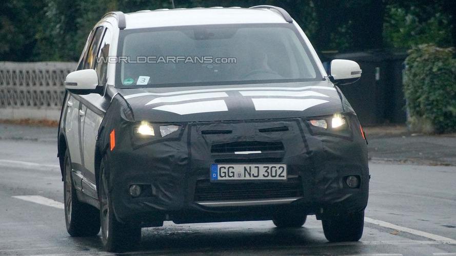 Mitsubishi Outlander facelift spied in Europe