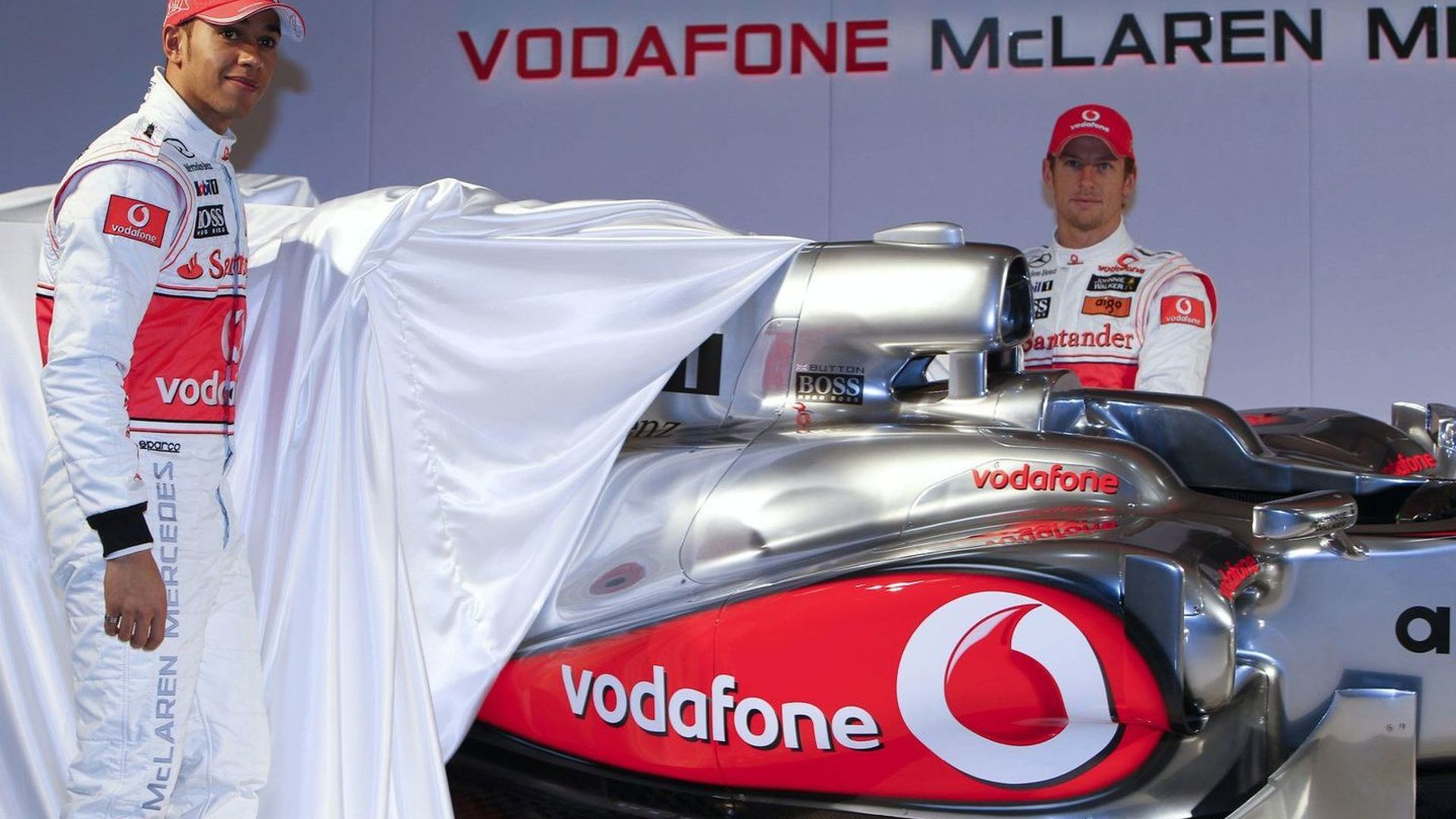 McLaren keeping chrome livery for 2011