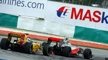 Drivers to discuss Hamilton 'weaving' in China