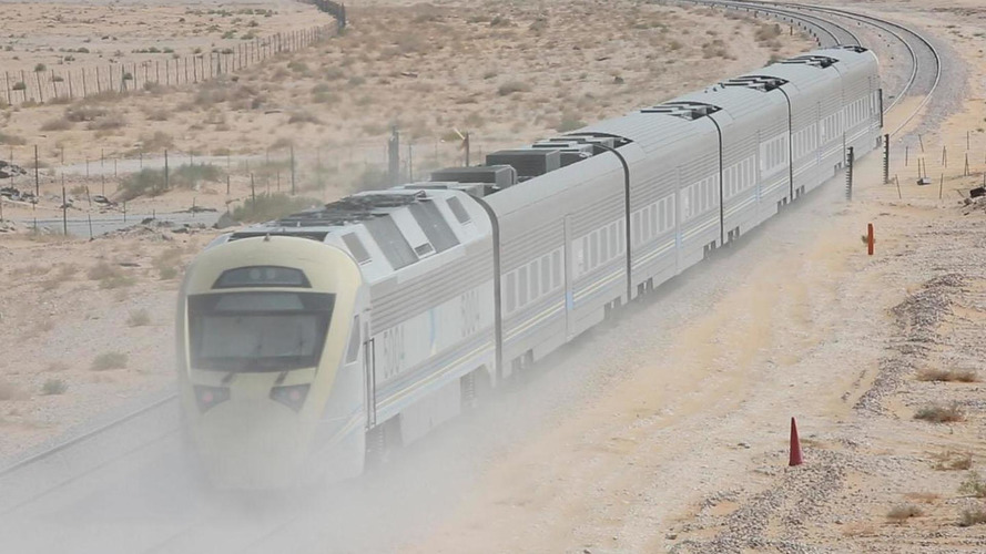 Bentley Continental GT V8 S races a train from Riyadh to Dammam [video]
