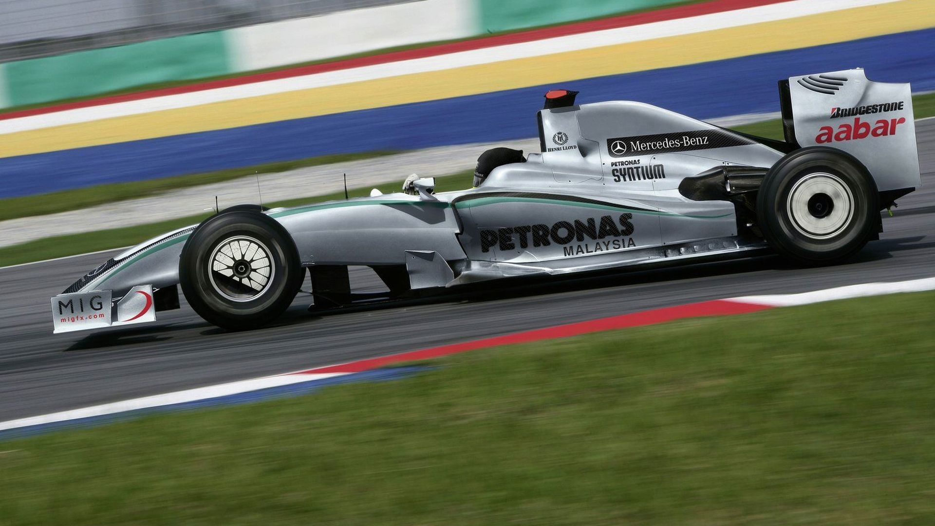 2010 Mercedes-Petronas RB1 to be launched January 25 - report