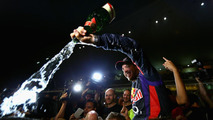 Vettel helped mechanics pack up India garage