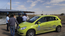 Mercedes-Benz B-Class F-Cell crashes in Kazakhstan